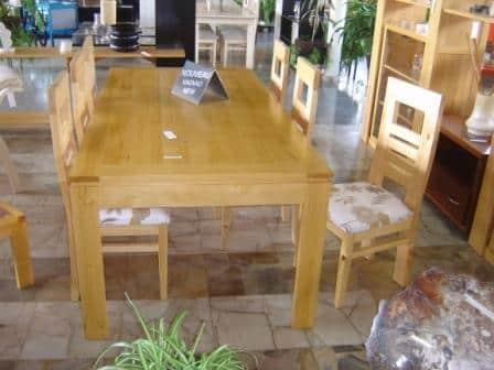 Une table en katrafay (ou Cedrelopsis Grevei pour les curieux...)