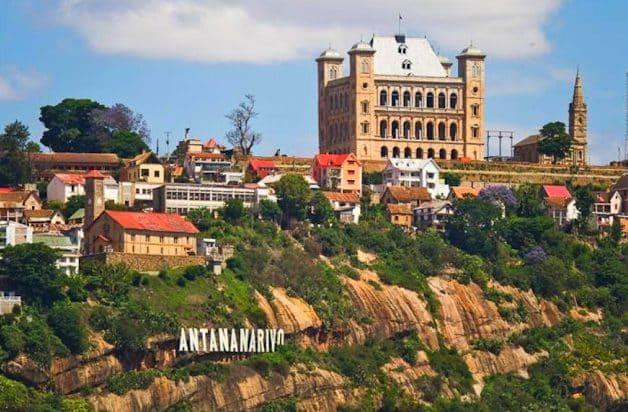 L'hôtel Lokanga et le Rova