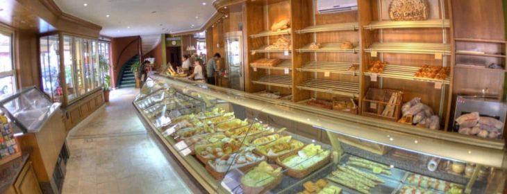 Pâtisserie Colbert, au rez-de-chaussée de l'Hôtel