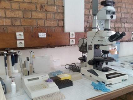 Matériel moderne au laboratoire d'analyses de l'IMRA