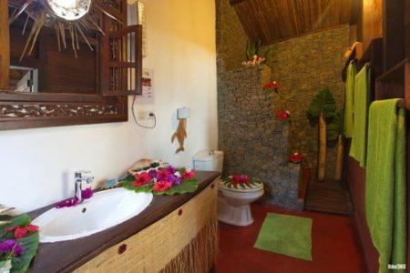 Ecolodge Ravoraha, Salle de bains des bungalows