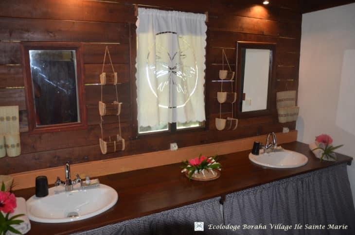 Salle de bain du bungalow familial
