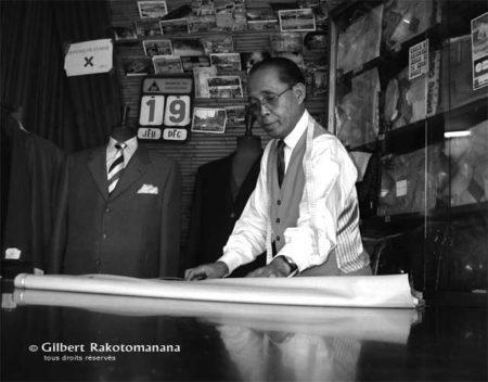 Gilbert Rakotomanana dans son atelier