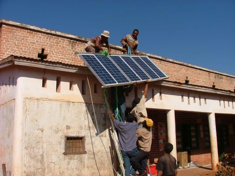 Pose de panneaux solaires par Aquamad