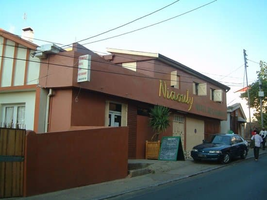 h tel niaouly h tel restaurant vers le rova d 39 antananarivo. Black Bedroom Furniture Sets. Home Design Ideas