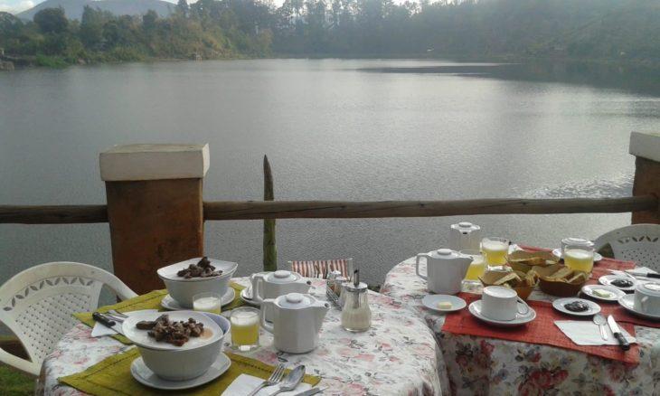 La Terrasse Ampefy petit déjeuner