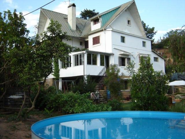 Chez Jeanne est une Chambre d'hôtes avec piscine