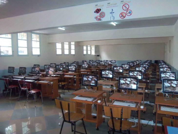 Salle informatique de l'École ESSCA