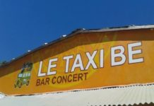 Devanture du Taxi Be à Majunga