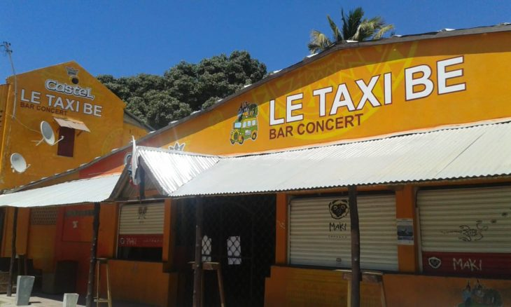 Le Taxi Be à Majunga, en journée