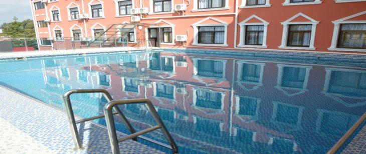 La piscine extérieure de l'Asia and Africa Hotel